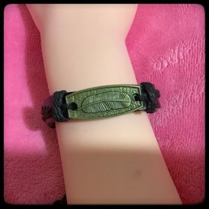 🆕✅ LEATHER CUFF BRACELET WITH BRONZE FEATHER